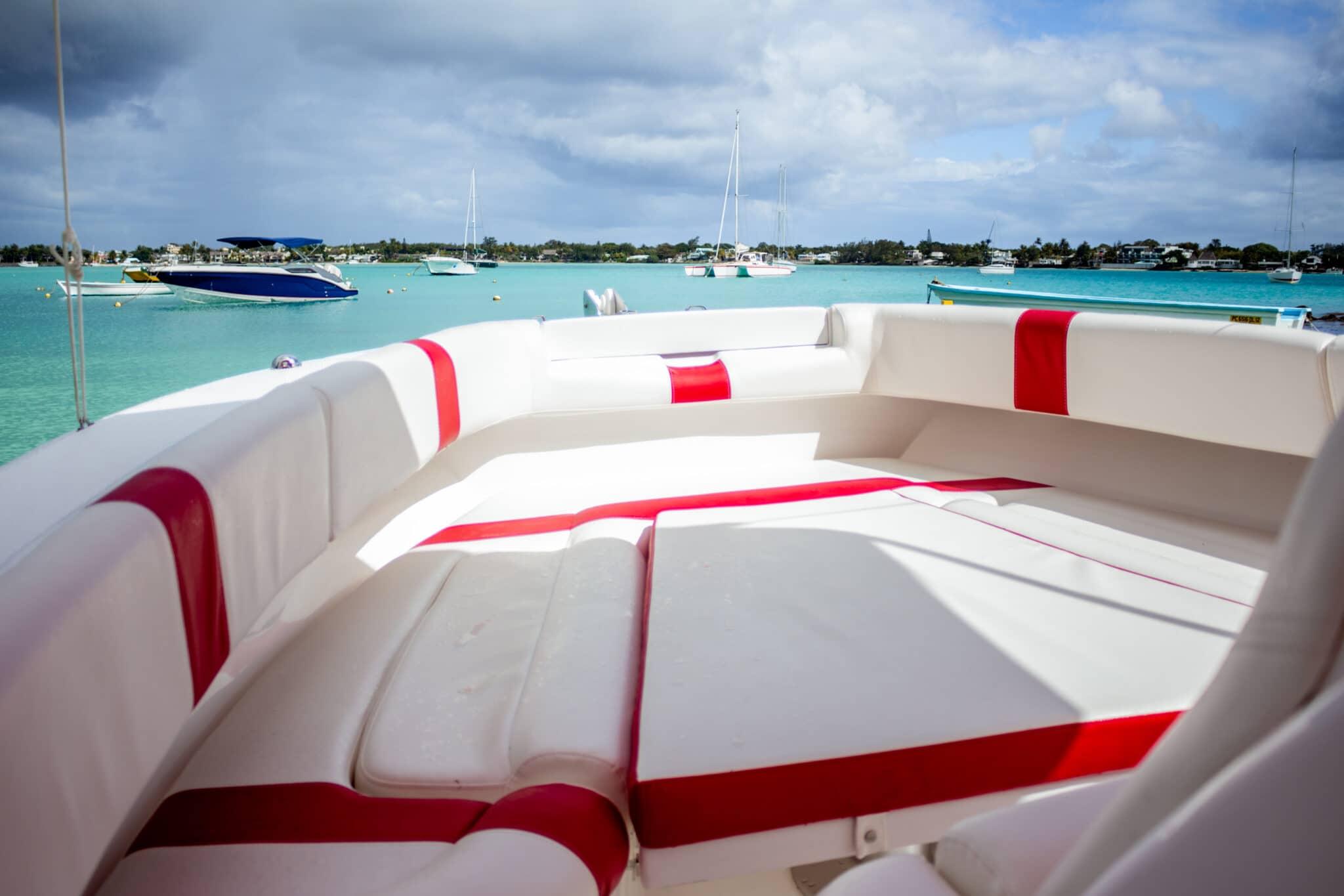 legend 26 resiglas inside the boat
